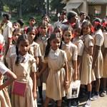 Feldühödött szülők támadtak meg két iskolabuszt Indiában