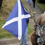 Bukásra áll a skót függetlenség, és bukásra áll pár közvéleménykutató
