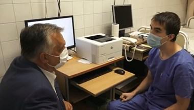 Orbán elment a Korányiba megkérdezni, van-e elég lélegeztetőgép