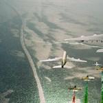 Lenyűgöző felvételek: 11 gép repült kötelékben, köztük négy utasszállító is