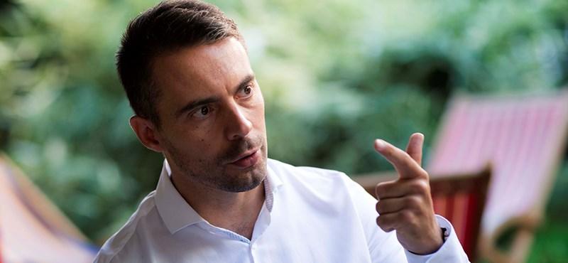 Vona Gábor félig visszatér, augusztustól újra törvényjavaslatokat ír