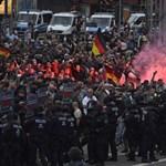 Chemnitzi tüntetések: náci jelképek használata miatt is eljárást indított a rendőrség
