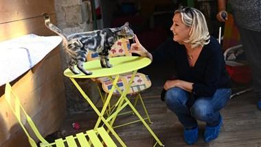 Macron jobbra sasszézik, és Napóleont is beveti, hogy megállítsa Marine Le Pent