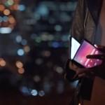 Óriásit bakizott a Samsung, kikerült egy videó a hajlítható kijelzős mobilról
