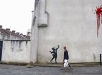 Megrongálták Banksy Valentin-napi művét