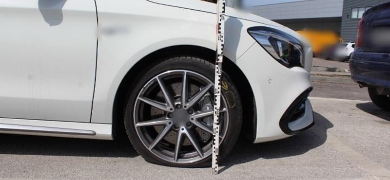 Kiszúrta az autó kerekét, hogy meglophassa a budapesti autóst