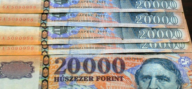 Beszakadt a forint: már 326 egy euró