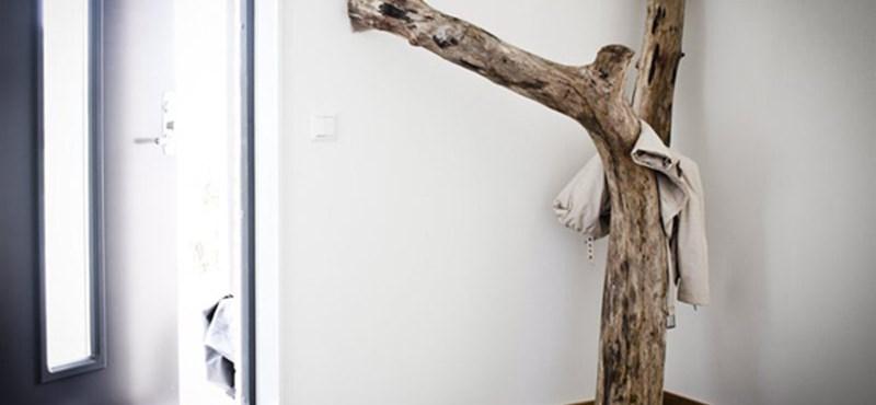 Svéd lakásbelső szépen öregedő fával