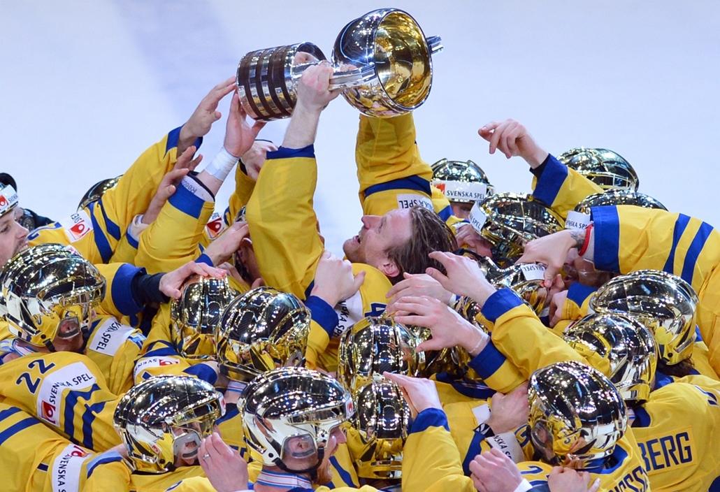 13.05.19. - Stockholm, Svédország: hazai örömök: a döntőben Svájc csapatát verték az  IIHF Nemzetközi Jégkorong Világbajnokságon - évképei, az év sportképei