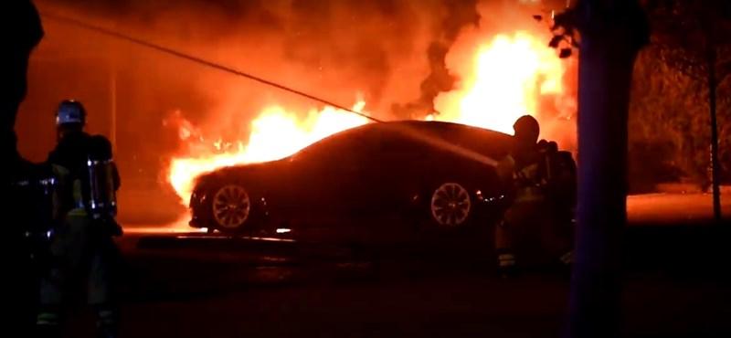 Teslák lángoltak Malmőben, a rendőrség nyomozást indított – videó