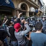 Több tucat sérültje van a hétfő esti bejrúti tüntetéseknek