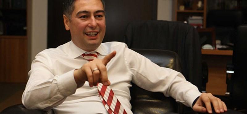 Az MSZP-s Horváth Csaba egyszer valóban megszavazott egy parti gátat - de az nem ez volt