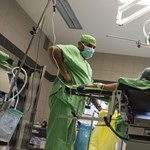 A tanterv változtatásával növelné a hadra fogható orvosok számát a kormány