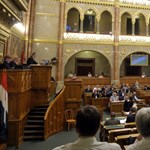"""A Fidesz átlát a """"Tiborcz-szitán"""""""
