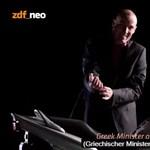 Videó: A németek bevetették a humor csodafegyverét a görögök macsó minisztere ellen