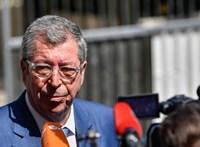 Börtönbüntetésre ítélték a francia jobboldal ismert magyar származású politikusát