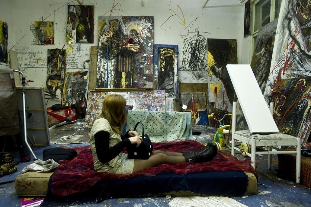 Sajtófotó 2011 - Nagyítás-fotógaléria - Művészet - sorozat - 2. helyezett: Tűz van babám!