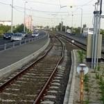 Máris elgörbültek a sínek az 1-es villamos vadonatúj szakaszán – fotó