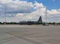 Errefelé ritka katonai gép érkezett Ferihegyre – ráadásul kétszer