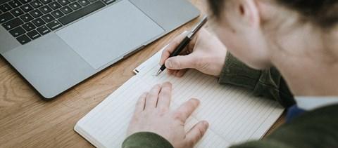 Így könnyebb tanulás mellett dolgozni? Az esti képzések jellemzői