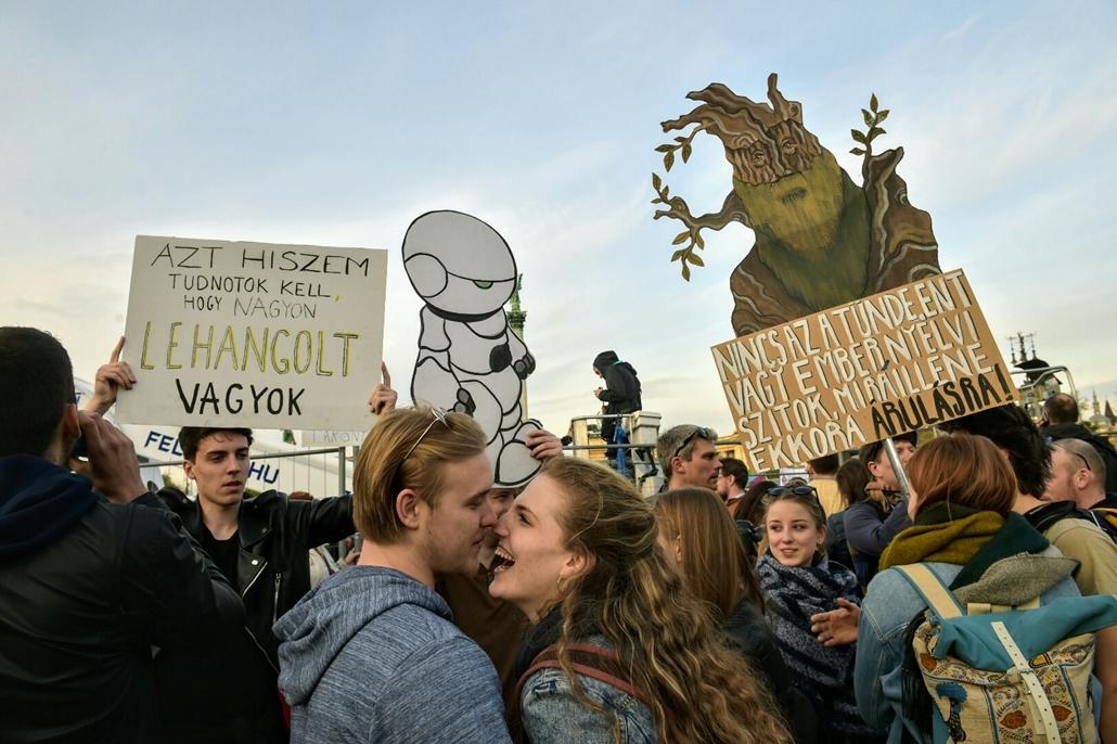 tg.17.04.12. - Hősök vétója - tüntetés a civilek és a CEU ellehetetlenítése ellen - Hősök tere tüntetés