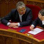 Ki segít beszédet írni Orbánnak, és mennyiért?