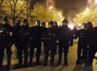 Lángok a Kossuth térnél: máglyát gyújtottak a tüntetők
