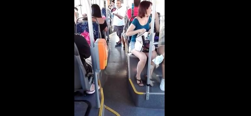 Megállt, és rendőrt hívott a sofőr, mert vizet ivott az ötéves kislány a buszon