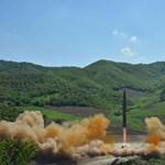 Győzelem! Igy ünneplik a kis úttörők Észak-Korea fura ura katonai sikereit, videó