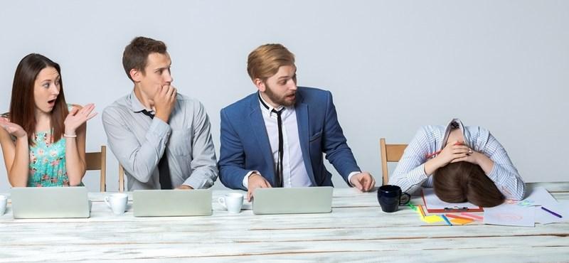 Az ön főnöke mit szólna, ha most fél órára lefeküdne aludni?