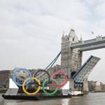 Ez nem a hajók napja: Londonban is baleset volt