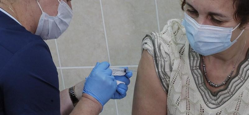 Virológus: A vakcina meggátolja a súlyos tünetek kialakulását