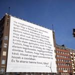 Megbolygatta a netet a Madách téri szerelmi vallomás - fotók