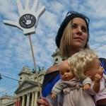 Nem látszik, hogy megszületne az Orbán-kormány megoldása a népességcsökkenés ellen