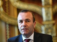 Szigorítana Weber: aki piros lapot kap, bukja az uniós pénzeket