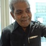 66 évig növesztette, most egy múzeumnak adta kétméteres körmeit egy férfi