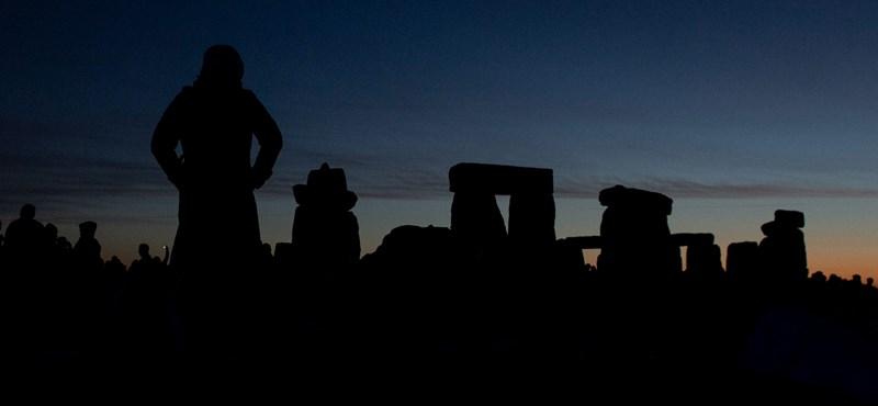 Így ünnepelték Stonehenge ősi köveinél a nyári napfordulót