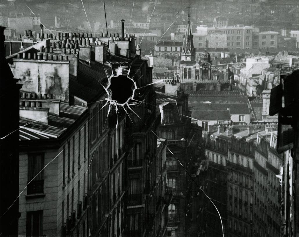 Törött lemez, Párizs, 1929 (André Kertész először 1964-ben hívta elő) - Zselatinos ezüst nagyítás - 1970-es évekből