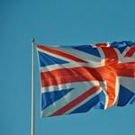 Angliában fontolóra kell venni az iskolák kinyitását a nyári szünetben
