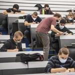 Diplomát szeretnének a magyar tizenévesek