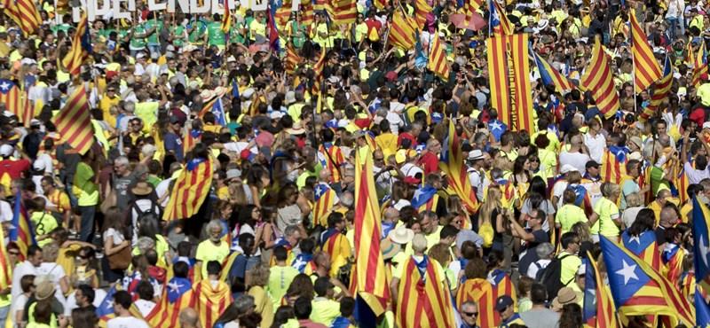 Függetlenedni vágyók százezrei hömpölyögtek Barcelona utcáin - videók