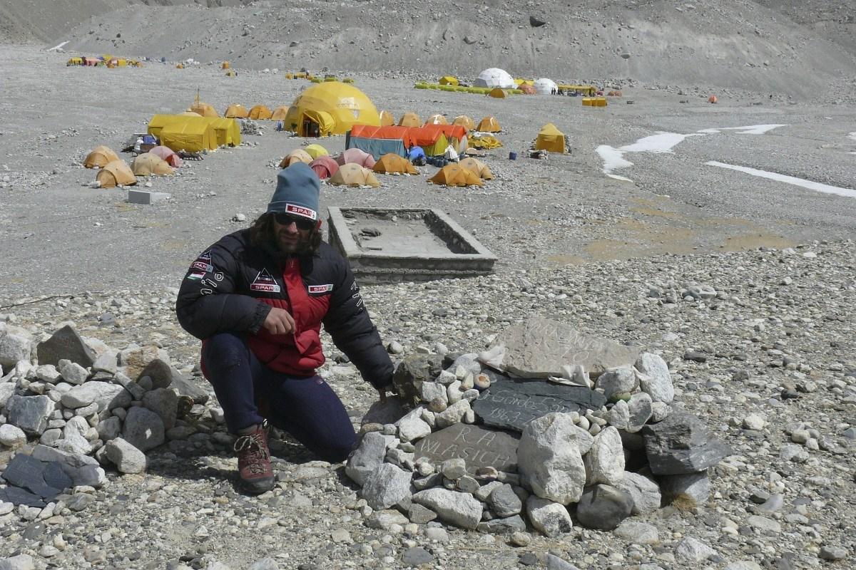 Fotó: a meghalt hegymászók dombján járt Klein Dávid