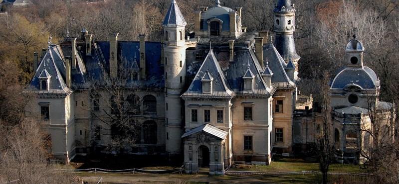 Schossberger és az indiai milliárdos után Tiborczék a romosan is elbűvölő kastélyban