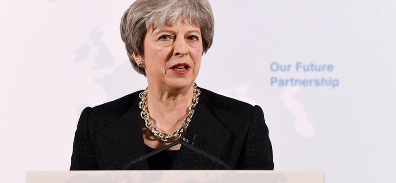 Megdicsérte a brit kormányfőt az EU Brexit-felelőse