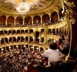 Kulisszák mögött a 125 éves Operaházban - Nagyítás