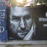 Fotó: emlékfal készült Steve Jobsnak Budapesten
