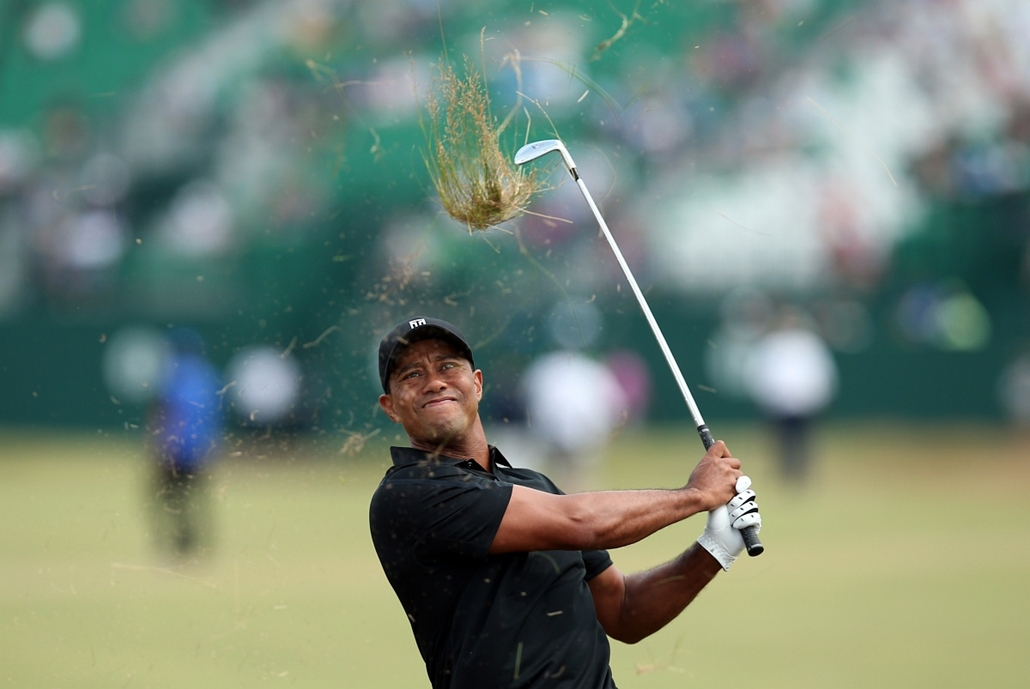 afp. az év sportfotói 2014. Hoylake, Egyesült Királyság, 2014.07.18. US golfer Tiger Woods plays from the rough on the 1st hole during his second round, on day two of the 2014 British Open Golf Championship at Royal Liverpool Golf Course in Hoylake, north