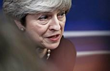 Brexit: órákon belül megbuktathatják párttársai Theresa May-t
