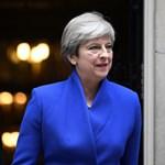 Theresa May proseccoval és csokival próbálja leszerelni pártjának kritikusait