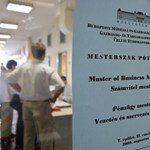 Mesterképzések: tényleg előnnyel indulnak a munkaerőpiacon az MA-diplomások?